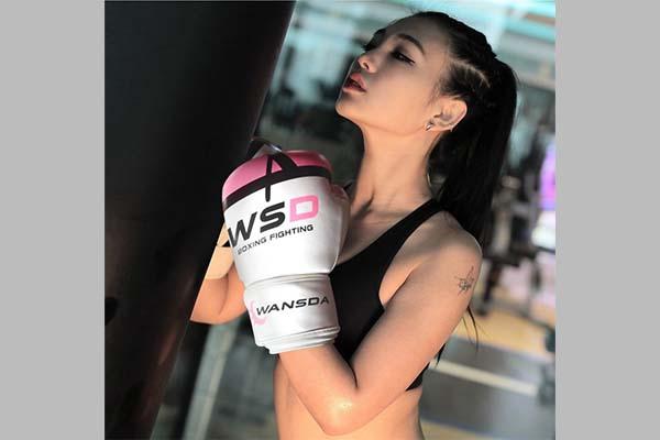 Тренировочные боксёрские перчатки на Aliexpress